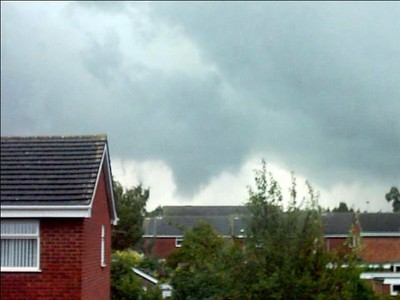 Lowering from 12/8/2004 thunderstorm. Funnel cloud?