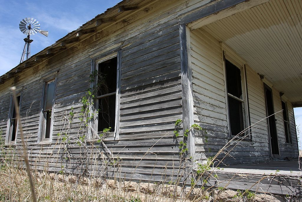 25. Abandoned farmhouse, Kansas 0029.jpg